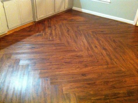 look vinyl plank flooring vinyl flooring that looks like wood lowes flooring design 8360
