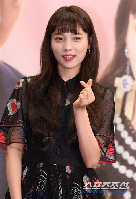 포토 윤소희 반짝이는 미모로 애교하트~ 조선닷컴 연예