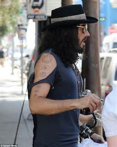 Russell Brand helps the homeless with his yoga teacher ...