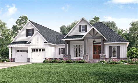 house plan  country craftsman southern traditional style plan   sq ft  beds