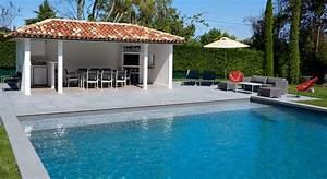 Piscines Semi Enterrées : une piscine carr e semi enterr e contemporaine et design ~ Zukunftsfamilie.com Idées de Décoration