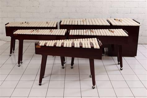 Asal alat musik ini dari kalimantan timur dengan bunyi yang dihasilkan juga sangat merdu. Alat Musik Tradisional Sulawesi Utara - Adat Indonesia
