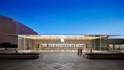 The Iconic Architecture Of The World's Major Apple Stores