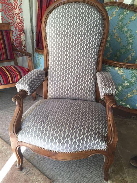 tissu fauteuil voltaire moderne table de lit