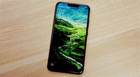 copying the iphone x notch on android is lazy and stupid