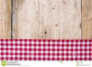 rood geruit tafelkleed op een houten achtergrond stock With toile cirée carreaux rouge et blanc