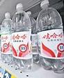 11款樽裝水含膠粒恐致癌 - 東方日報
