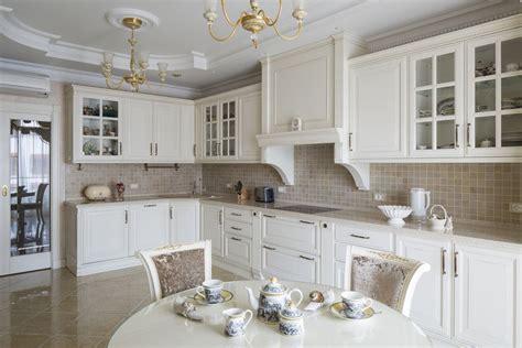 Дизайн кухни в классическом стиле в современном интерьере