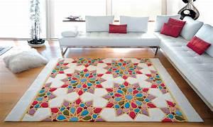 Les differents styles et modeles de tapis marocains deco for Tapis de souris personnalisé avec canapé traditionnel