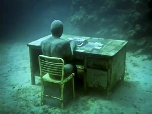 Human nature jason decaires taylors submerged figurative for Human nature jason decaires taylors submerged figurative sculptures form thriving artificial reefs