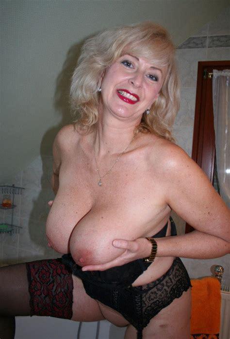 139 A Milf Mom Wife Mature Granny Blonde Red Lipstick Big