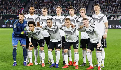 A founding member of both fifa and uefa, the dfb has jurisdiction for the german football league system and. DFB-Team gegen Serbien in der Einzelkritik: Fehlten die ...