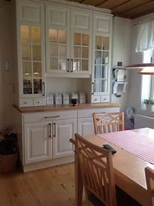 Ikea Hängeschränke Küche : kitchen in 2019 beautiful kitchens ikea k che landhaus k che esszimmer und k che ~ A.2002-acura-tl-radio.info Haus und Dekorationen