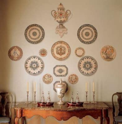 moda dos pratos decorativos na parede voltou decor assentos