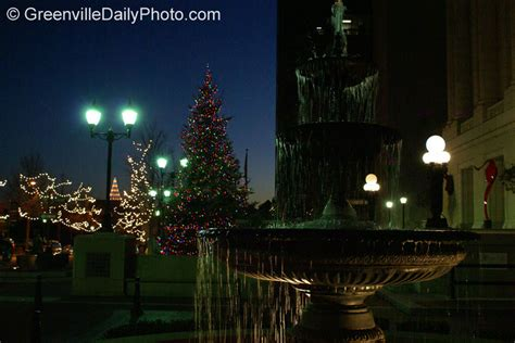 christmas lights and the westin poinsett fountain