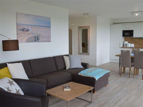 wohnzimmer mit offener küche ferienwohnung neubau mit wattblick s 252 dbalkon juist firma eidgenuss gmbh co kg frau ruth
