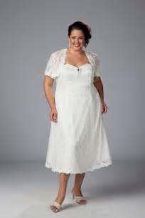 simple plus size wedding dresses trending