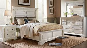 Claymore Park Off-White 5 Pc King Panel Bedroom - King