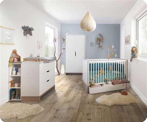 chambre complete de bébé chambre bébé complète plume blanche et bois