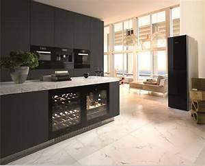 Kühlschrank Schwarz Hochglanz : design k hlschr nk hat bestimmt mehr als einen dekorativen wert wohnideen und dekoration ~ Indierocktalk.com Haus und Dekorationen