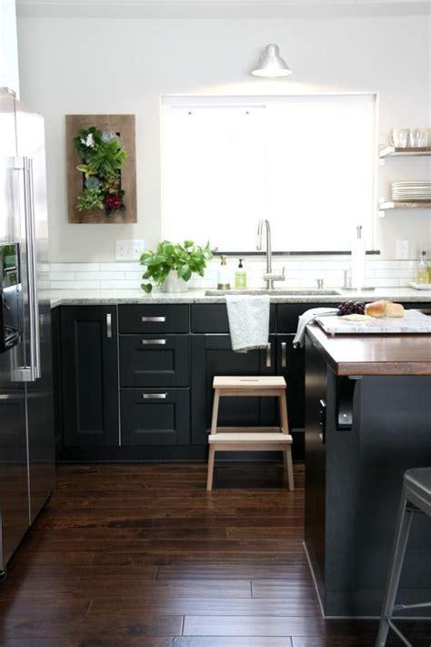 light upper dark  kitchen cabinets  decision