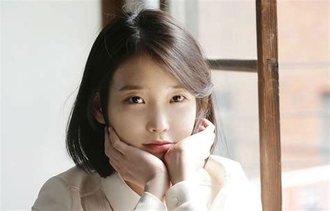 Iu Hangs Out With A Lucky Fan And Shares Meaningful