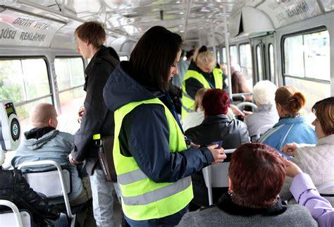 Sabiedriskā transporta «zaķi» var iekļūt melnajos ...