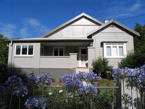neutral exterior californian bungalow dulux mudpack weatherboards exterior bungalow