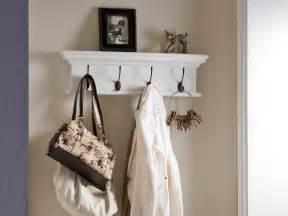 garderobe fã r schmalen flur garderobe für schmalen flur wei e bank und garderobe im schmalen flur foto photoshot cover