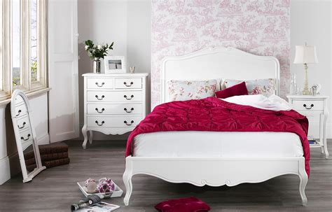 Shabby Chic White Bedroom Furniture With Red Blanket Fnw