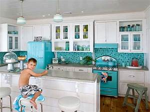 40 extravagant kitchen backsplash ideas for a luxury look With kitchen colors with white cabinets with beach themed metal wall art