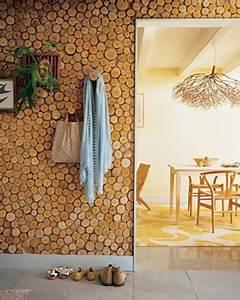 Muros y paredes decoradas con troncos de árbol