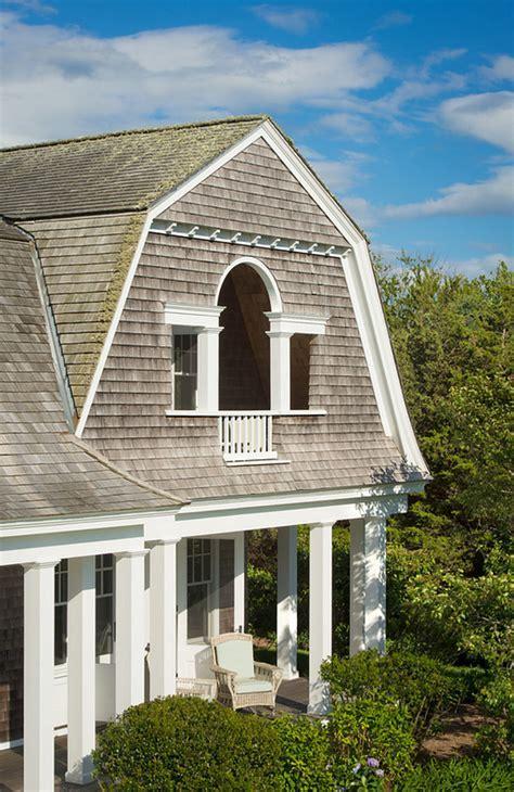Martha?s Vineyard Shingle Cottage with Coastal Interiors
