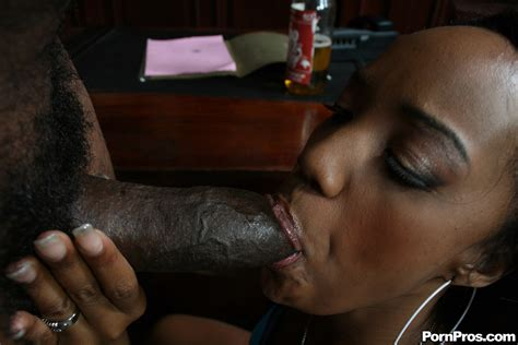 Kapri Styles Liking The Big Black Cock In Her Round Booty