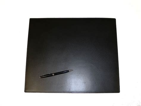 sous bureau cuir petit sous mains de bureau en cuir noir