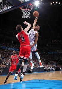 Westbrook posterizes Asik! - YouTube