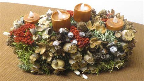 weihnachtsgestecke aus naturmaterialien adventsgesteck aus naturmaterialien basteln deko ideen mit flora shop
