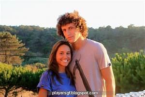 Brazilian footballer David Luiz and his girlfriend Sara ...
