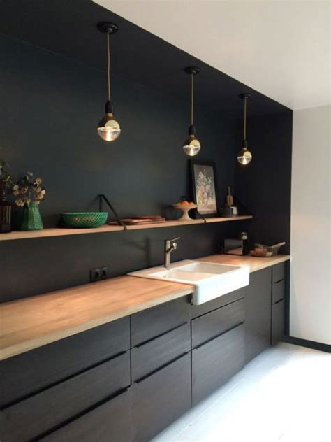 mur noir cuisine idées déco avec du noir sur les murs