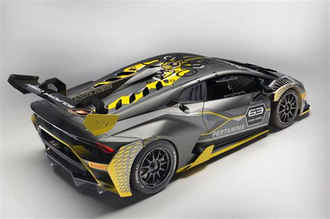 lamborghini huracan lamborghini huracán super trofeo evo debuts with improved