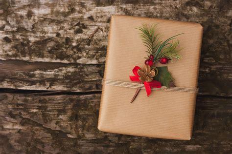 Do Greeks  Ee  Exchange Ee    Ee  Christmas Ee   Gifts