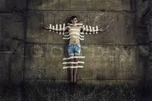 Klebeband Von Wand Entfernen : mann zur wand geklebt mit klebeband stockfoto colourbox ~ Frokenaadalensverden.com Haus und Dekorationen