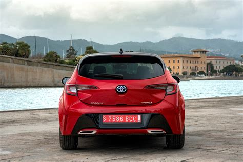 Toyota Corolla Cost by Toyota Corolla Hatchback Review Running Costs Parkers