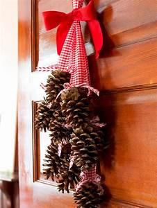 Hanging, Pine, Cone, Bundle, With, Christmas, Charm
