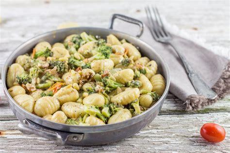 cuisiner le brocoli gnocchis brocolis noix et crème de parmesan cuisine moi
