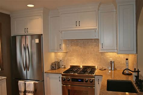 Basket Weave Kitchen Backsplash : White Kitchen With Basket Weave Tile Backsplash And