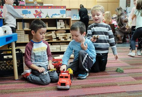 cooperative preschool brings parents into the classroom 923 | CTY olivet16p 4