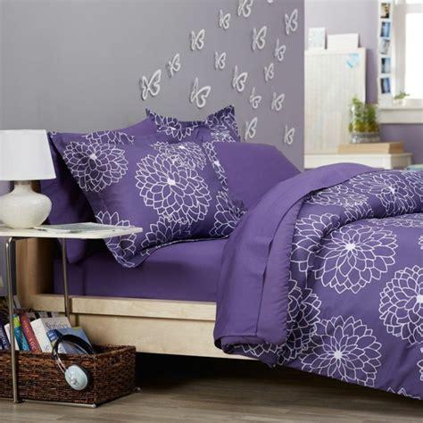 chambre mur violet 1001 idées pour la décoration d 39 une chambre gris et violet