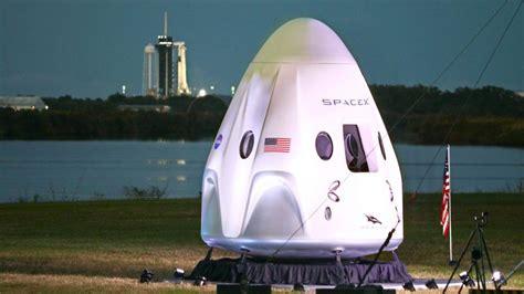 spacex rakete mit vier astronauten zur iss gestartet