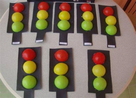 traffic light craft project for preschool kindergarten 2